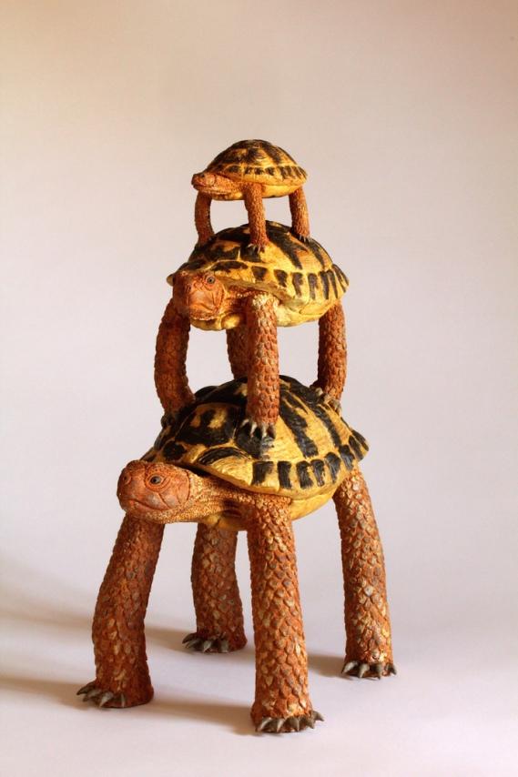 olivia tregaut-sculpture-animaux-totem de tortue-tortue herman-évolution-grès